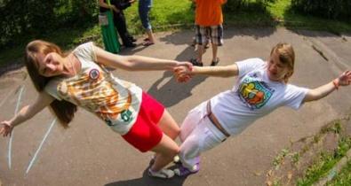 Заставка для - Молодые люди с инвалидностью и без вместе побывали в летнем лагере Фонда «Лучшие Друзья» – Россия