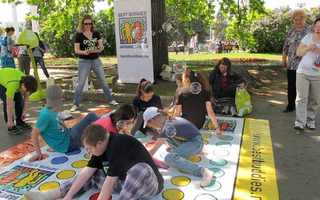 Заставка для - «Лучшие друзья» приняли участие в Параде мыльных пузырей на ВДНХ