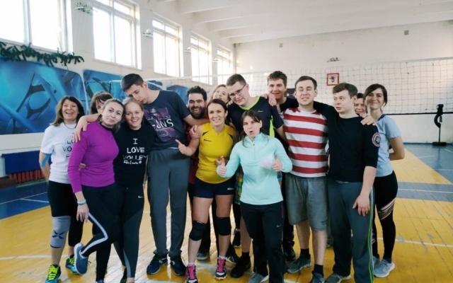 Заставка для - Командный дух и инклюзия: «Лучшие друзья» сыграли с профессиональными волейболистами