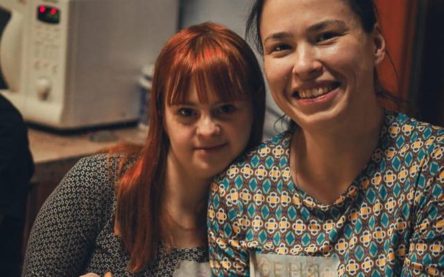 Заставка для - «Сложно быть другим»: история волонтера Ксении Котеревой