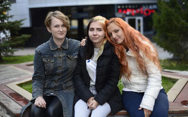 Заставка для - Три девицы под окном: как подружились Юля, Аня и Оля