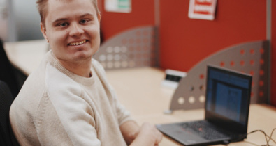 Заставка для - «Я пошел работать, чтобы развиваться»: участник фонда Максим Лоскутов выступил на конференции