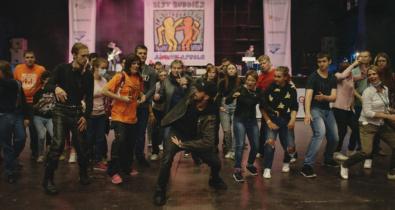 Заставка для - Танцуют все: как прошел IX Благотворительный Танцевальный марафон фонда «Лучшие друзья»